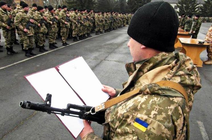 """""""Час тікати у Польщу"""": В Україні стартує нова хвиля призову до армії. Кого забиратимуть в першу чергу"""