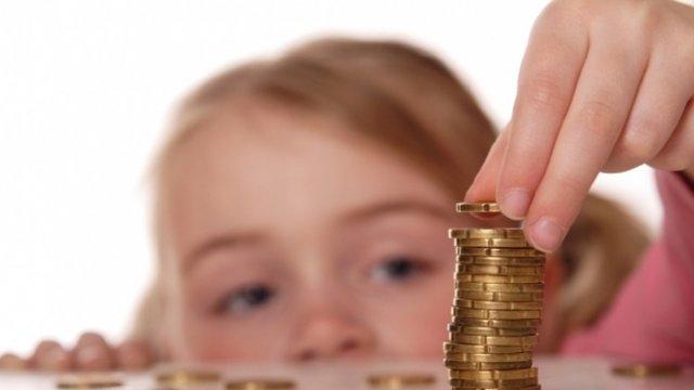 Допомогу отримуватиме кожна родина: Кабмін запустив доплати багатодітним сім'ям на дітей