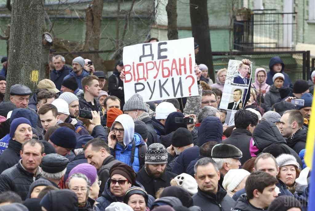 Мітинг Петра Порошенка на Михайлівській площі: відбулись перші сутички та затримання