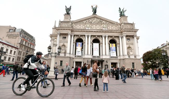 Подорожуєш до міста Лева – плати: Львів затвердив нові розцінки туристичного збору