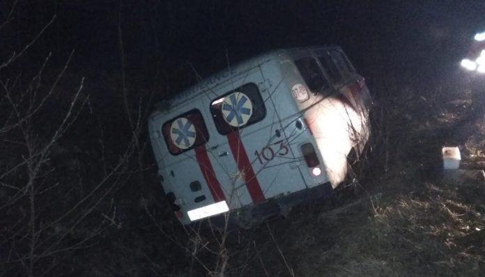 """На Волині автомобіль """"швидкої допомоги"""" злетів у кювет: є постраждалі"""