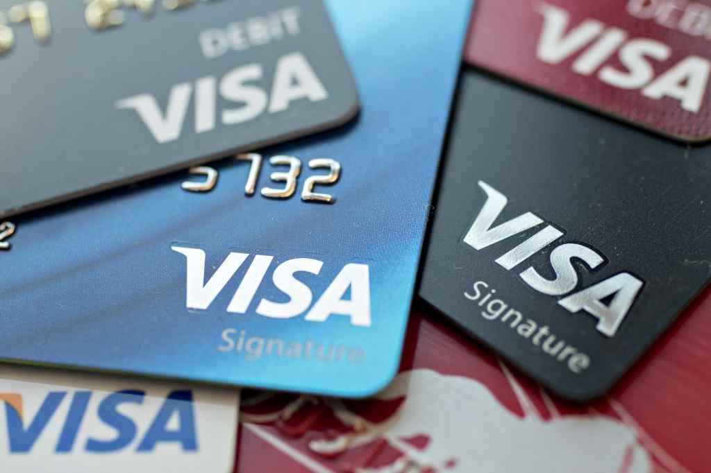 Сюрприз від банків: відтепер українці отримуватимуть тільки безконтактні картки Visa