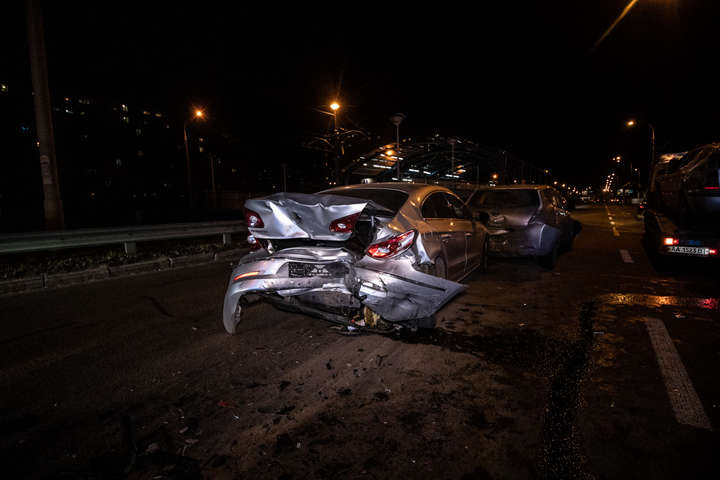 Таранили один одного ланцюжком: у Києві зіткнулися чотири авто