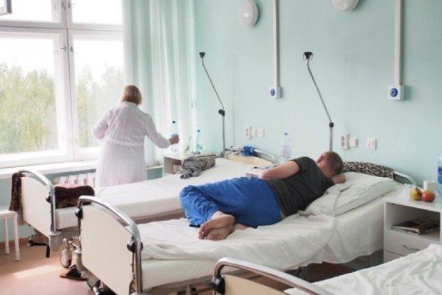 Потрійна ДТП на Львівщині: життя одного з постраждалих тримається на волосинці