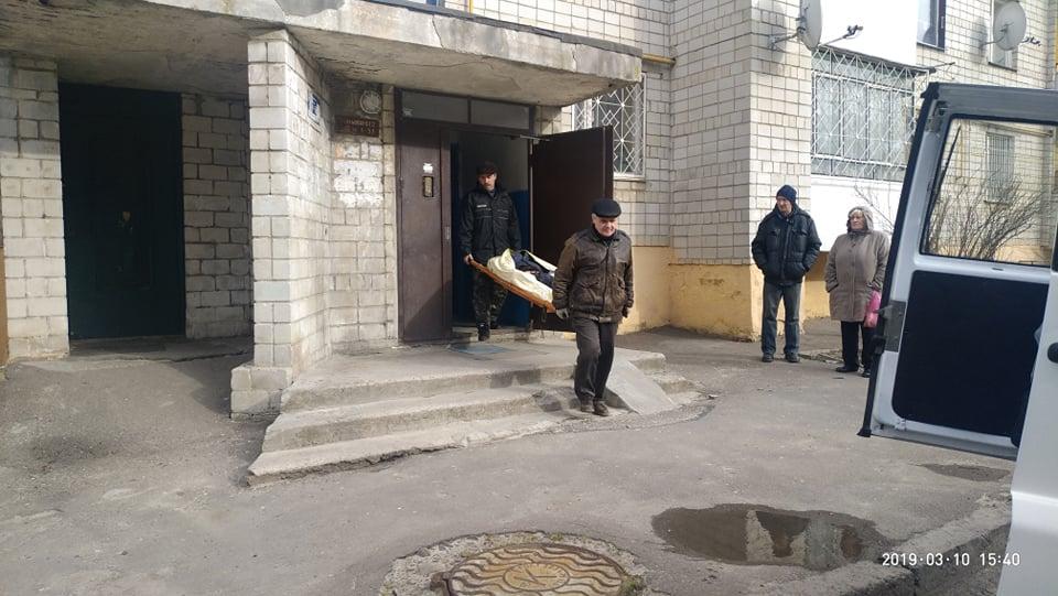 """""""Прийшов в гості до коханої"""": У ліфті однієї з львівських багатоповерхівок виявили закривавлене тіло 45-річного чоловіка"""