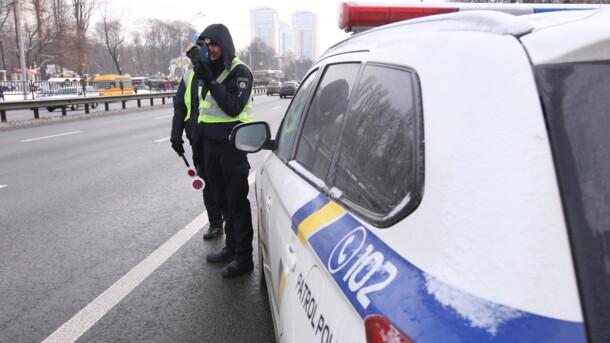 Зник з місця події: поліцейський на Київщині збив пішохода на смерть