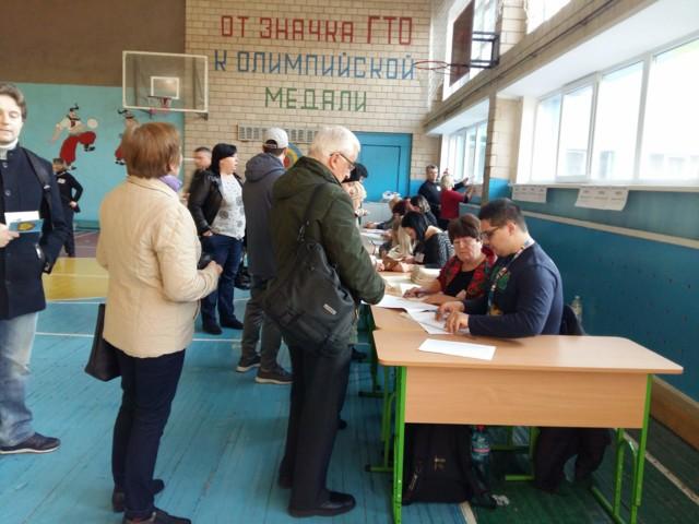 Кличко на велосипеді і пенсіонери в чергах: перші подробиці з виборчих дільниць
