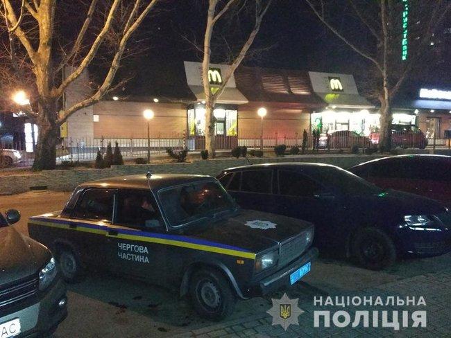 Стрілянина посеред Миколаєва: чоловіки не поділили місце в черзі на McDrive
