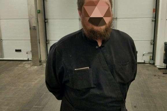"""""""Приніс з собою ножиці й ніж"""": Чоловік у рясі влаштував погром у київській лікарні"""