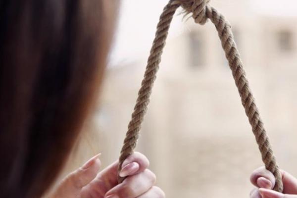 Стояла на колінах, а на шиї удавка: на Харківщині дитина вкоротила собі віку
