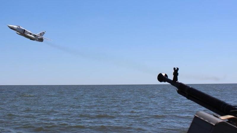 Росія терміново підняла авіацію і відправила 4 судна! Українські кораблі в небезпеці