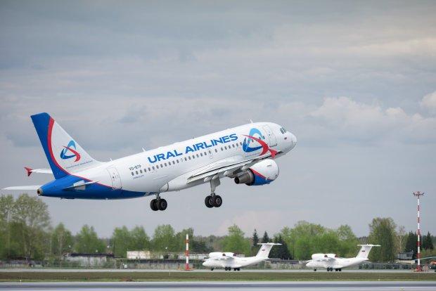 Записку про бомбу знайшли в туалеті: в Баку екстренно приземлився літак, на борту було 225 осіб