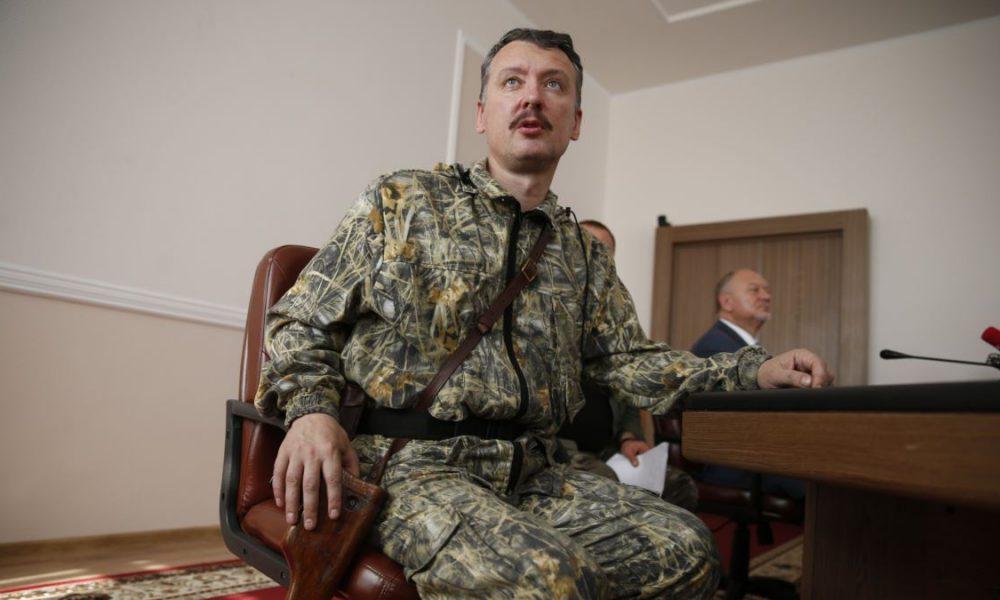 """Окупант Гіркін терміново продає путінську нагороду: """"Визволення"""" Криму від зубожіння не врятувало"""