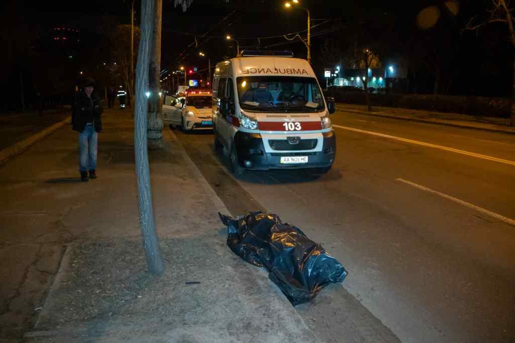Автомобіль протягнув пішохода понад сто метрів: Смертельна ДТП в столиці