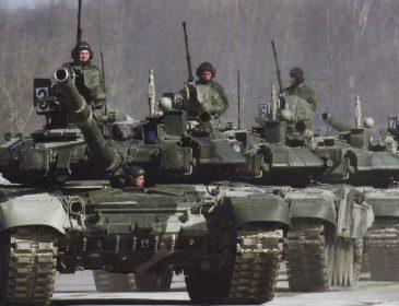 Росія стягнула військові ешелони під кордон! Офіцер зробив термінову заяву