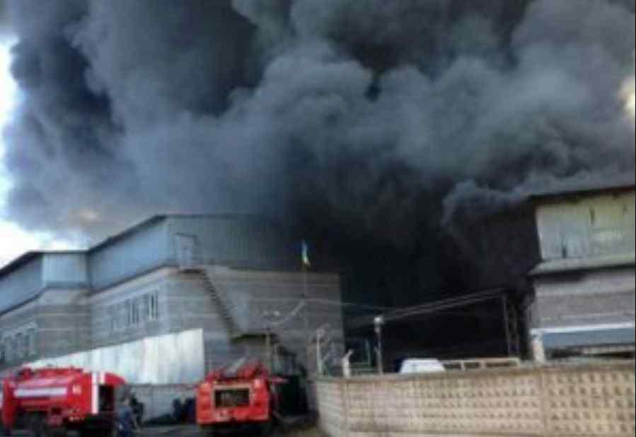 Все у чорному диму: під Дніпром горить завод