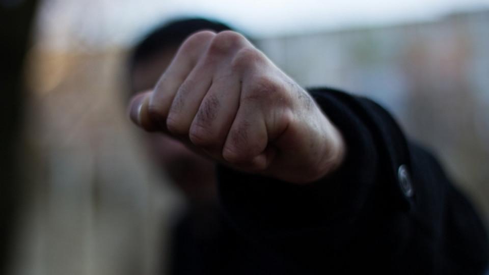 """""""Розслідували корупцію"""": Група розлючених чиновників жорстоко побила журналістів"""