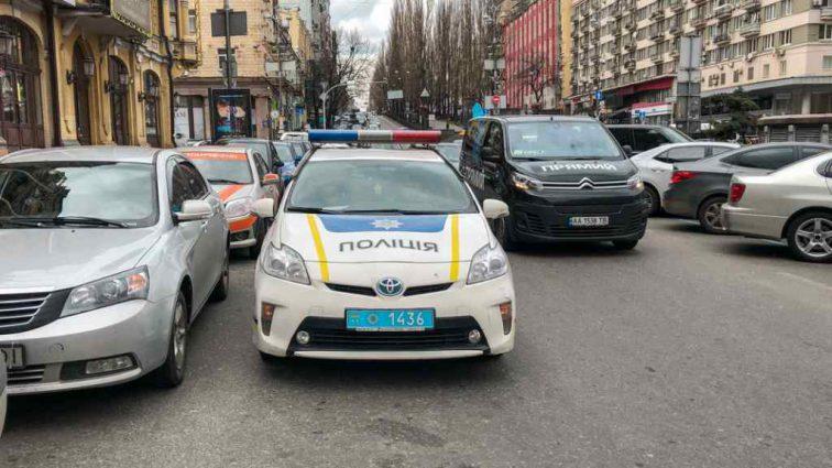 За поїздку в таксі мало не заплатив життям: водій намагався задушити пасажира паском безпеки