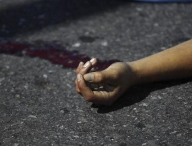 Лежала на землі біля під'їзду: Смерть 17-річної дівчини у Дніпрі підняла на вуха весь район