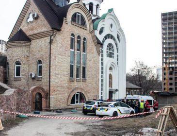 Знайшли вже холодним при вході: загадкове вбивство чоловіка біля церкви в Києві