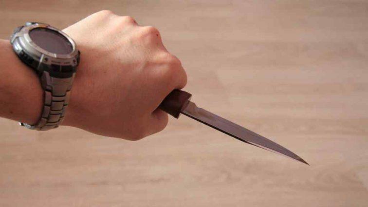 Били, погрожували ножем і вимагали гроші: у Сумах підлітки вчинили жахливий вуличний розбій