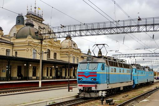 """Пасажирські двосистемні електровози і багато іншого: що готує """"Укрзалізниця"""" для громадян вже найближчим часом"""