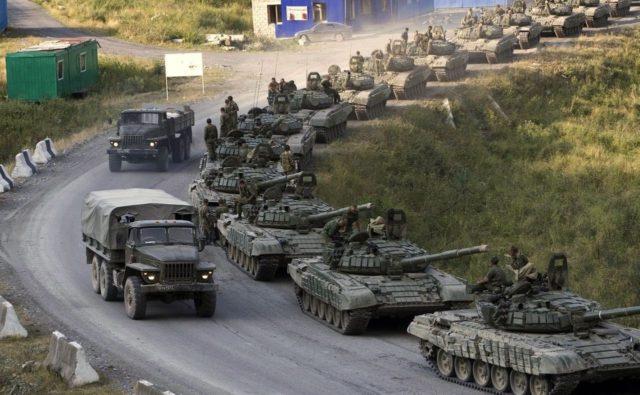 Окупанти терміново перекидають «Гради» під Луганськ: ситуація різко загострилася, подробиці