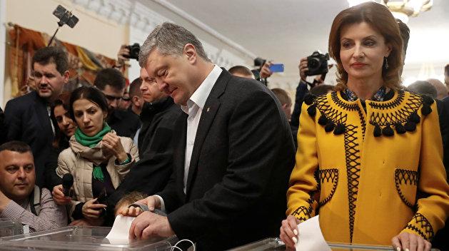 Перед приїздом на дільницю відвідав храм: Петро Порошенко проголосував на виборах президента