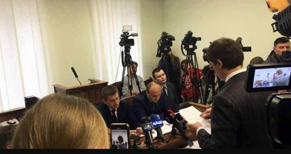 """""""Запропонували ділитися прибутком"""": Крючков у суді зробив гучну заяву про представників Порошенка"""