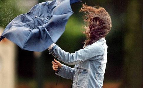 """""""Сильні зливи, грози і штормовий вітер"""": Синоптики попереджають про значне погіршення погодних умов"""
