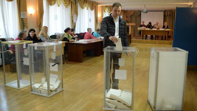 Жадібність або бажання зірвати вибори: Чому Порошенко не заповнює свої квоти у виборчкомах