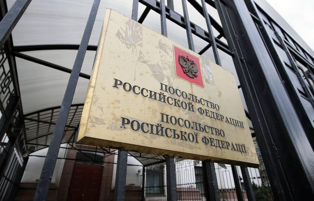 Поліцейські розпочали перевірку: У Києві біля посольства РФ прогримів вибух