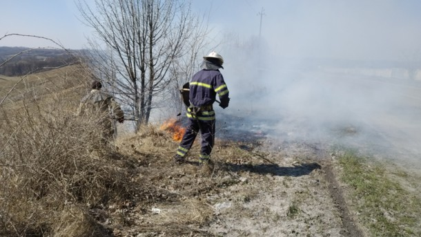 Горіла трава забрала життя: в Пожежі під Києвом загинула людина