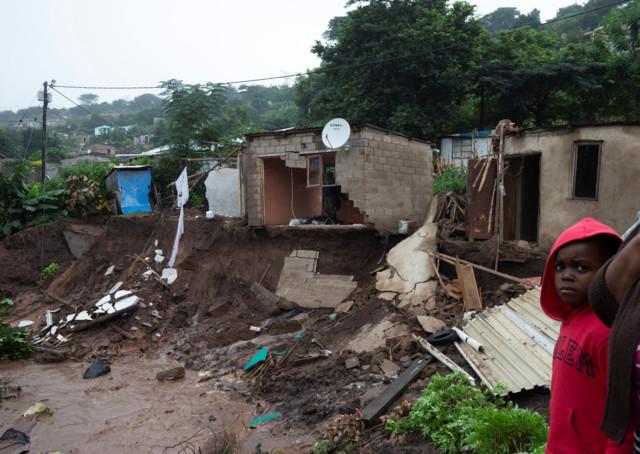 Смертельний циклон в ПАР: катастрофа забрала життя десятків людей