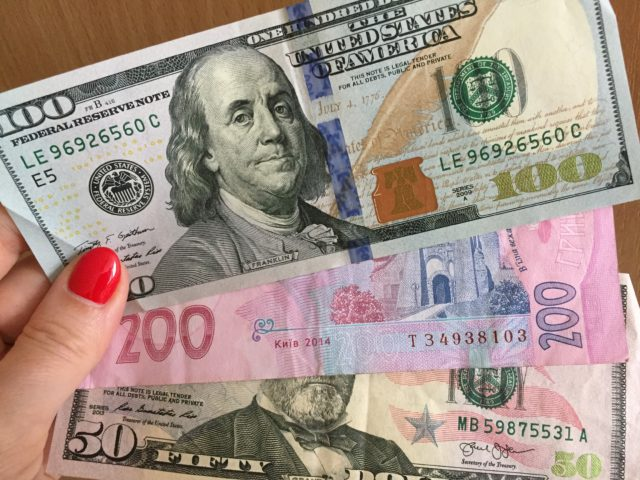 Опустилися нижче критичного рівня: курс валют на 30 квітня