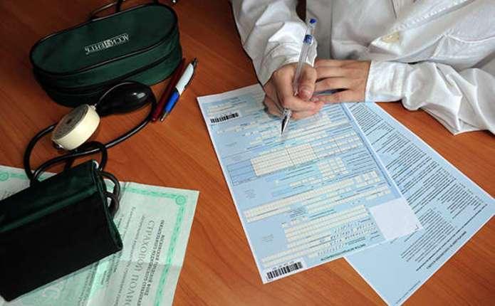 В Україні призупинили виплату лікарняних. Що відбувається?