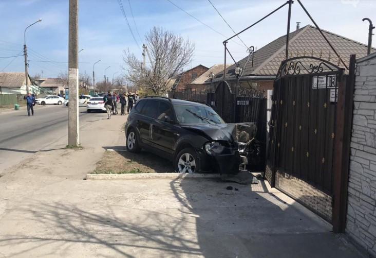 """Жахлива ДТП в Запоріжжі: жінка за кермом """"BMW"""" збила на смерть маленьку дитину"""