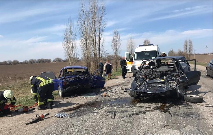 У Запорізькому районі зіткнулися «Таврія» і «ВАЗ»: загинули двоє чоловіків, четверо в лікарні