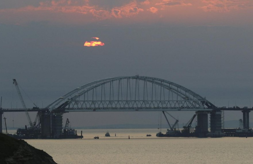 Фури їздити не будуть! Кримський міст порожній, бояться що розвалиться