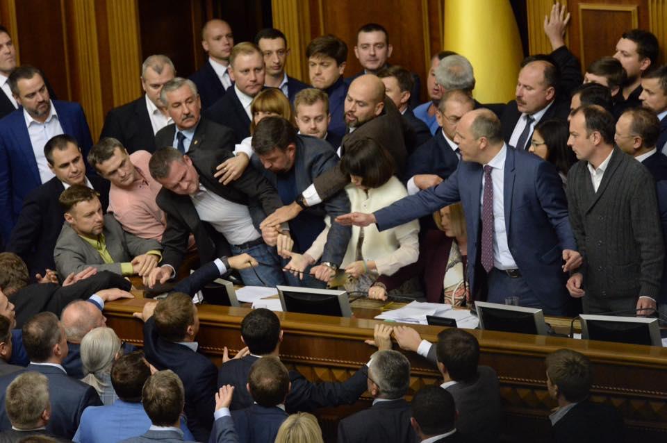 У парламенті вже висунули вимоги новому президенту