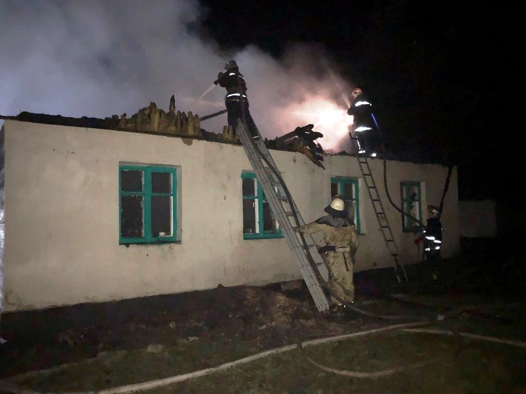 Згоріло все до останньої парти: в Житомирській області страшне горе – підпалили школу