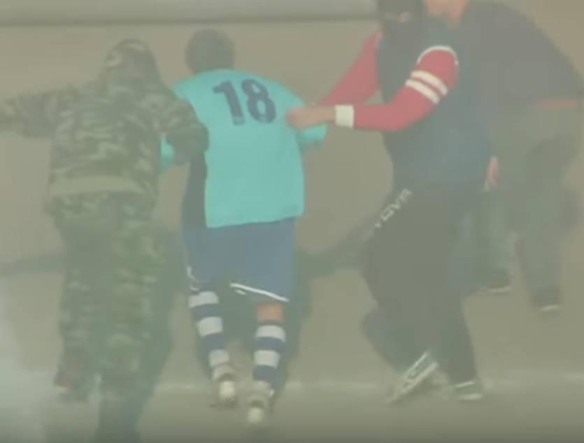 """""""Посадили літак прямо на полі"""": Відомого футболіста викрали просто посеред матчу"""