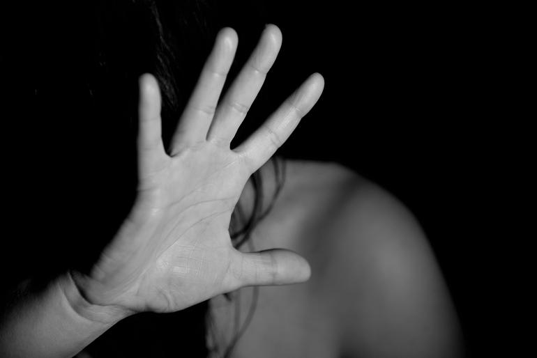 """""""А потім вирішив скоїти самогубство"""": На Миколаївщині чоловік намагався згвалтувати неповнолітню сусідку"""