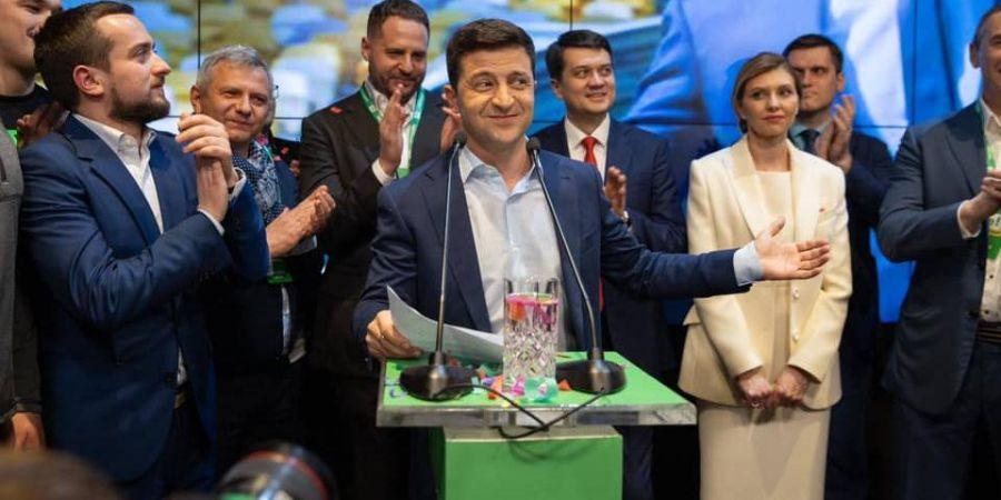 """""""Чому ні?"""": Зеленський не виключає можливості призначення Порошенка на високу посаду в уряді"""