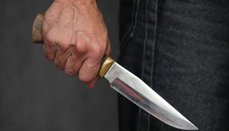 Підліток накинувся з ножем на свою матір і бабусю: жахлива трагедія налякала весь Київ