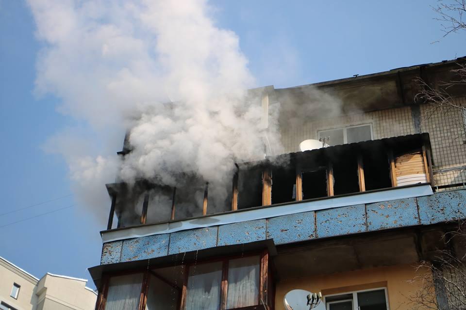 Загинув у вогняній пастці: страшна пожежа охопила одну зі столичних багатоповерхівок