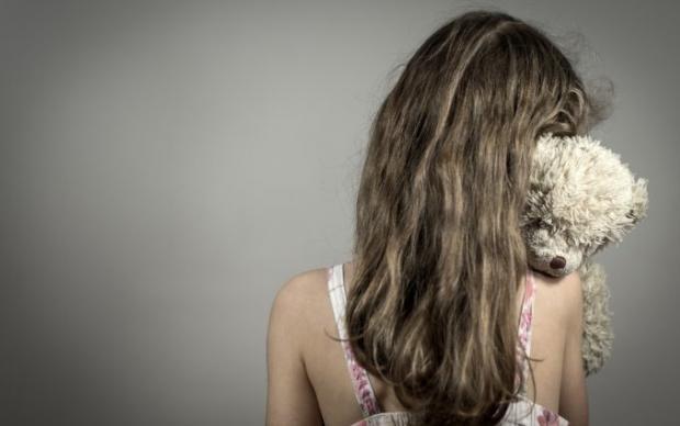 Сама прийшла до поліції: На Черкащині батько примушував 15-річню доньку оголюватися на камеру