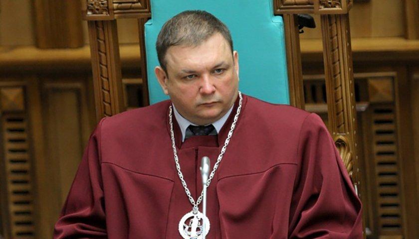 """12 голосів """"за"""": Станіслав Шевчук звільнений з посади судді Конституційного Суду"""