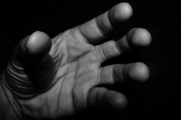 Госпіталізована з побоями по всьому тілу: в Києві чоловік жорстоко зґвалтував неповнолітню
