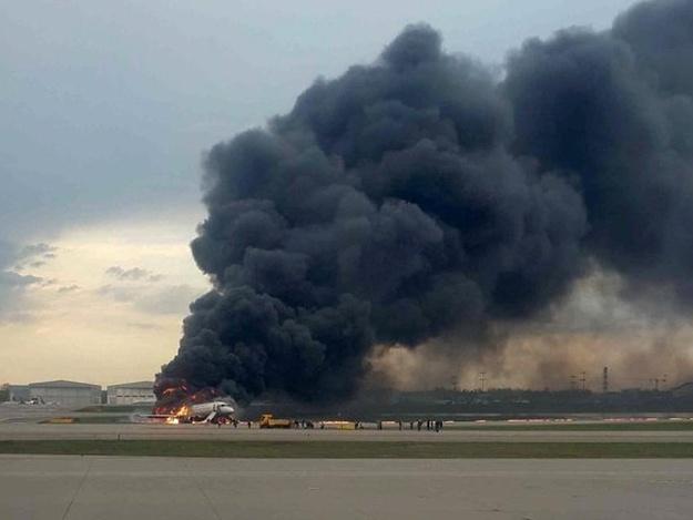 """""""Нормально сів, з вогником"""", – співробітники Шереметьєво цинічно висміяли посадку літака, в якому загинули люди"""
